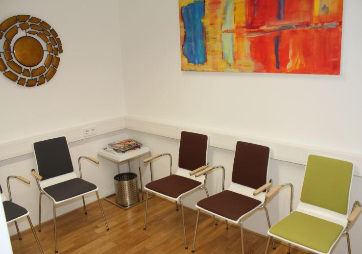 Wartezimmer Orthozentrum Salzburg Orthopäde Dr. Planitzer Alexander